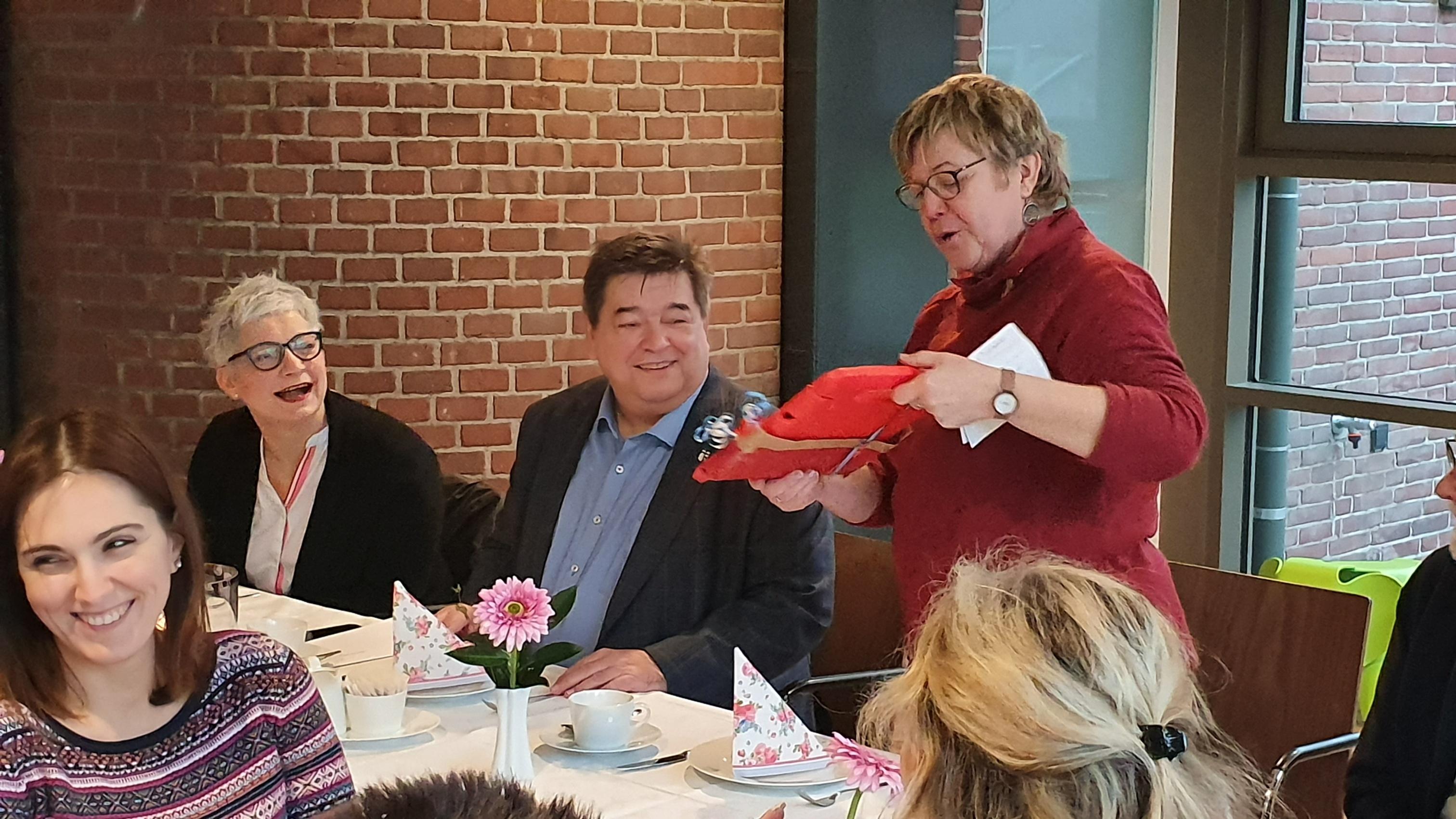 Gabi Lutz beim Dankeschön-Frühstück 2020 mit Bürgermeister Werner Arndt.